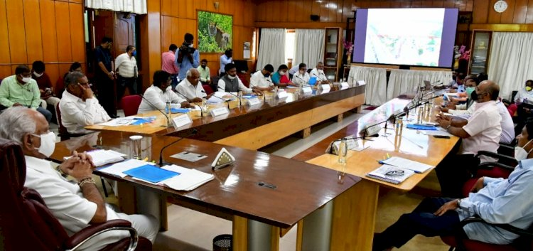 *CM directs to expedite KC Valley, Yettinahole works*