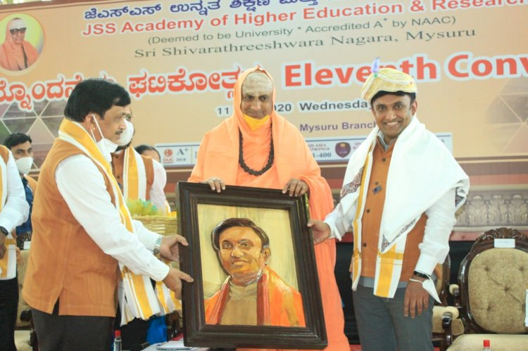 *Work in rural areas: Health Minister Dr.K.Sudhakar appeals to young doctors*  *Studying in abroad is good, but return and do service in India*