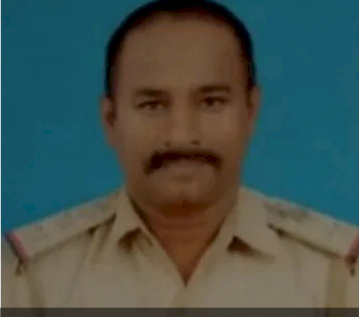 Inspector Lakshman Naik cannot control his tears  after the victim Hanumantavva dies, who he took care of her