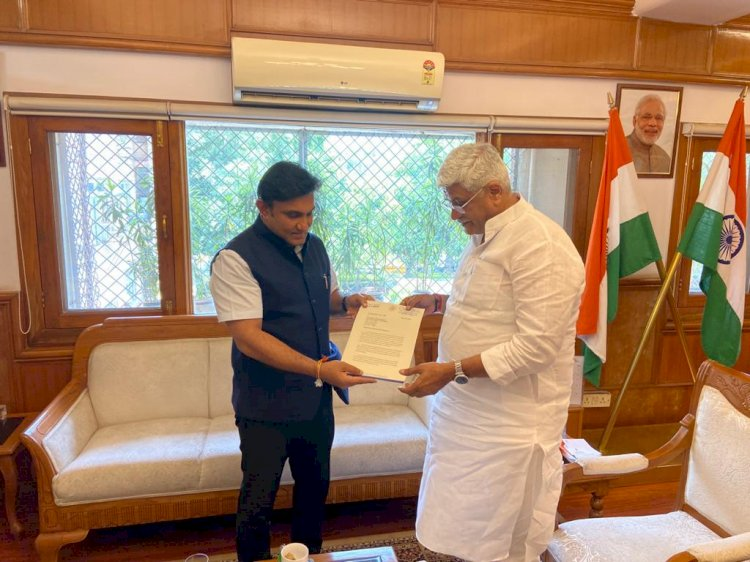 *Karnataka Health Minister Dr.K Sudhakar meets Union Ministers in Delhi seeking support for various projects in the state*